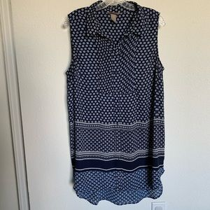 H&M sleeveless hi/low blouse with button front